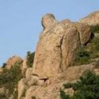 青岛毛公山上回顾历史    葡萄园里享生活乐趣